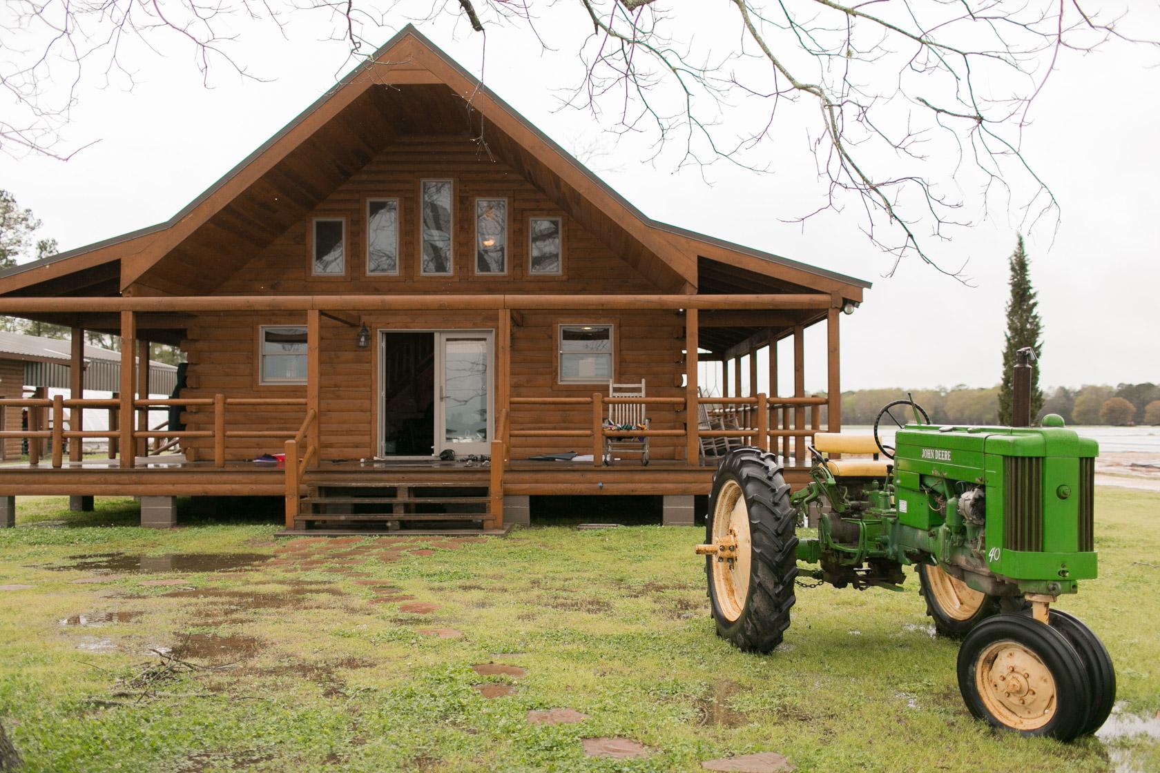 the berry barn bridal prep cabin