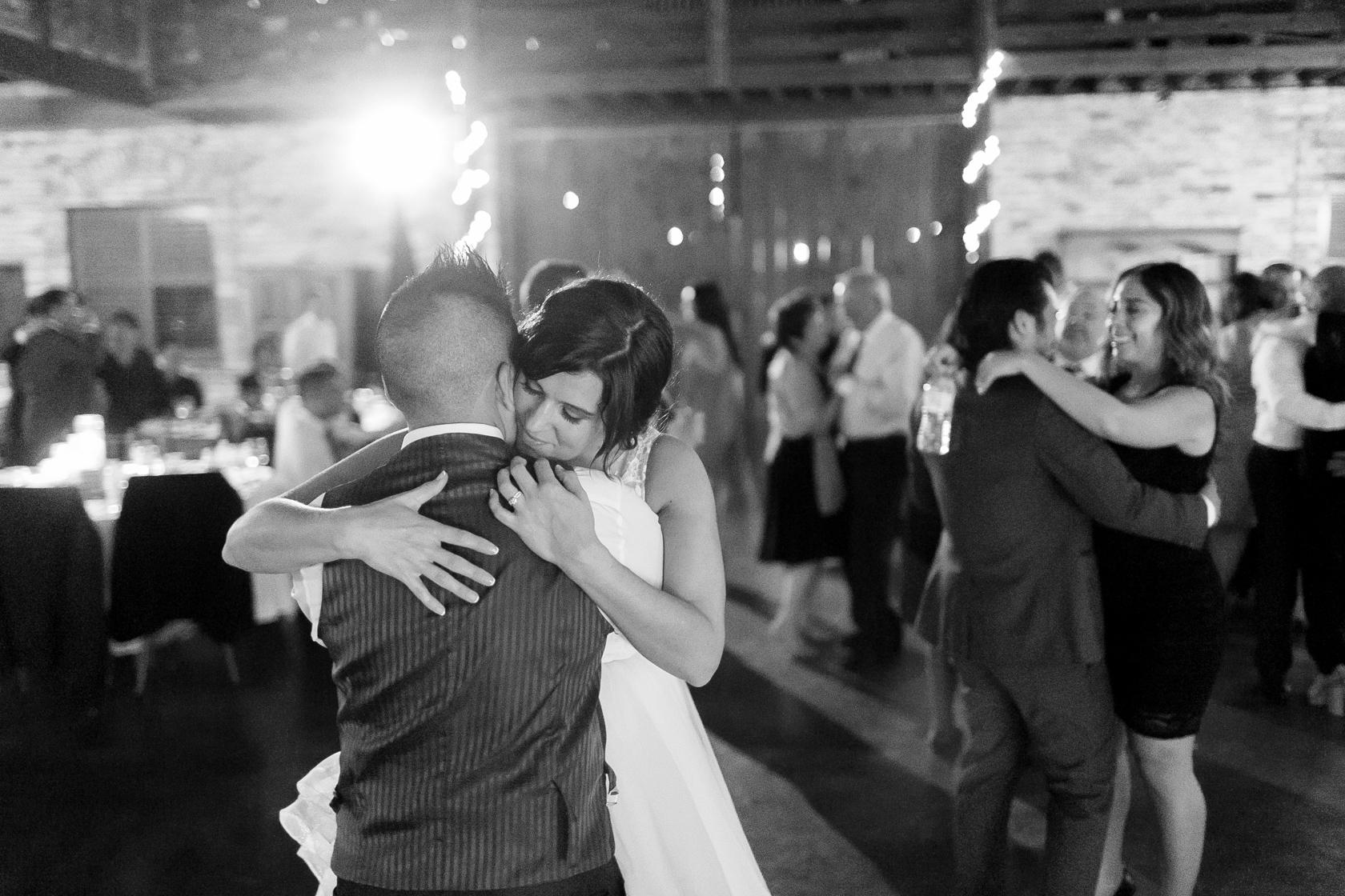 berry barn wedding first dance - 01