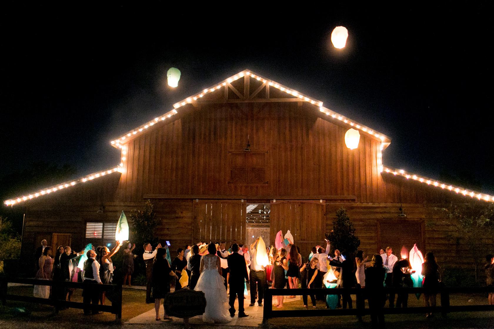 berry barn wedding chinese lantern - 01
