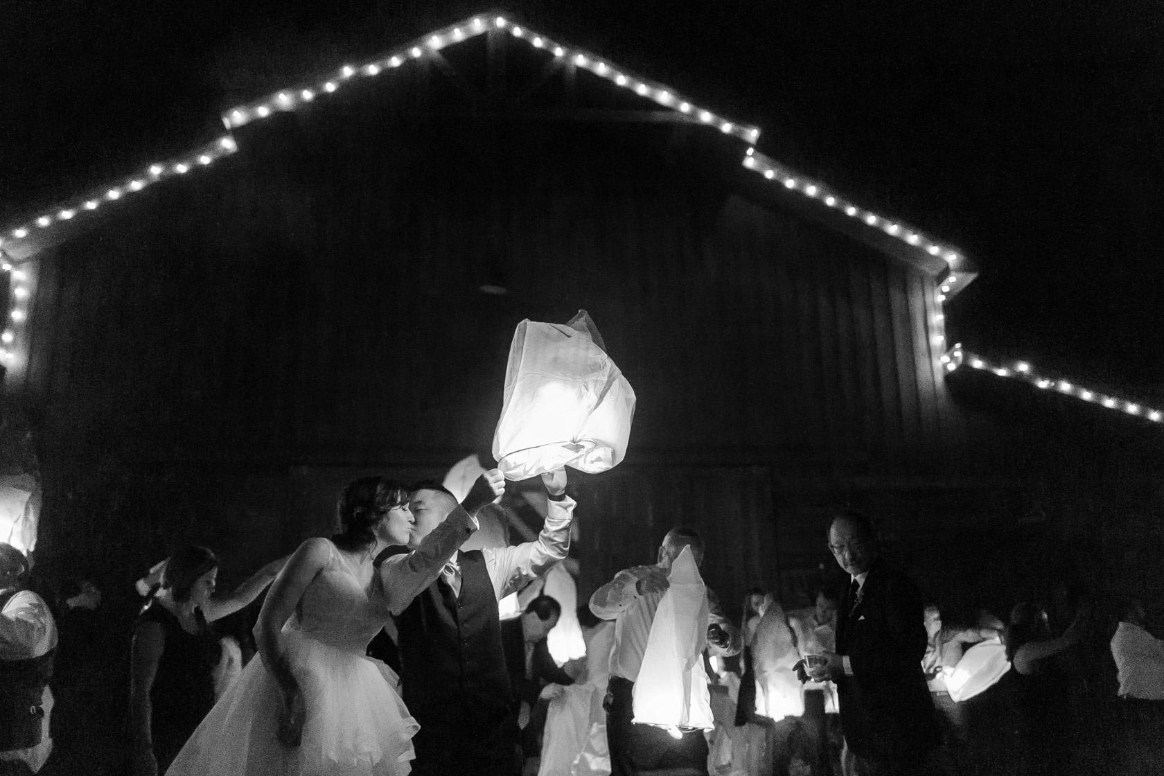 berry barn wedding chinese lantern - 02