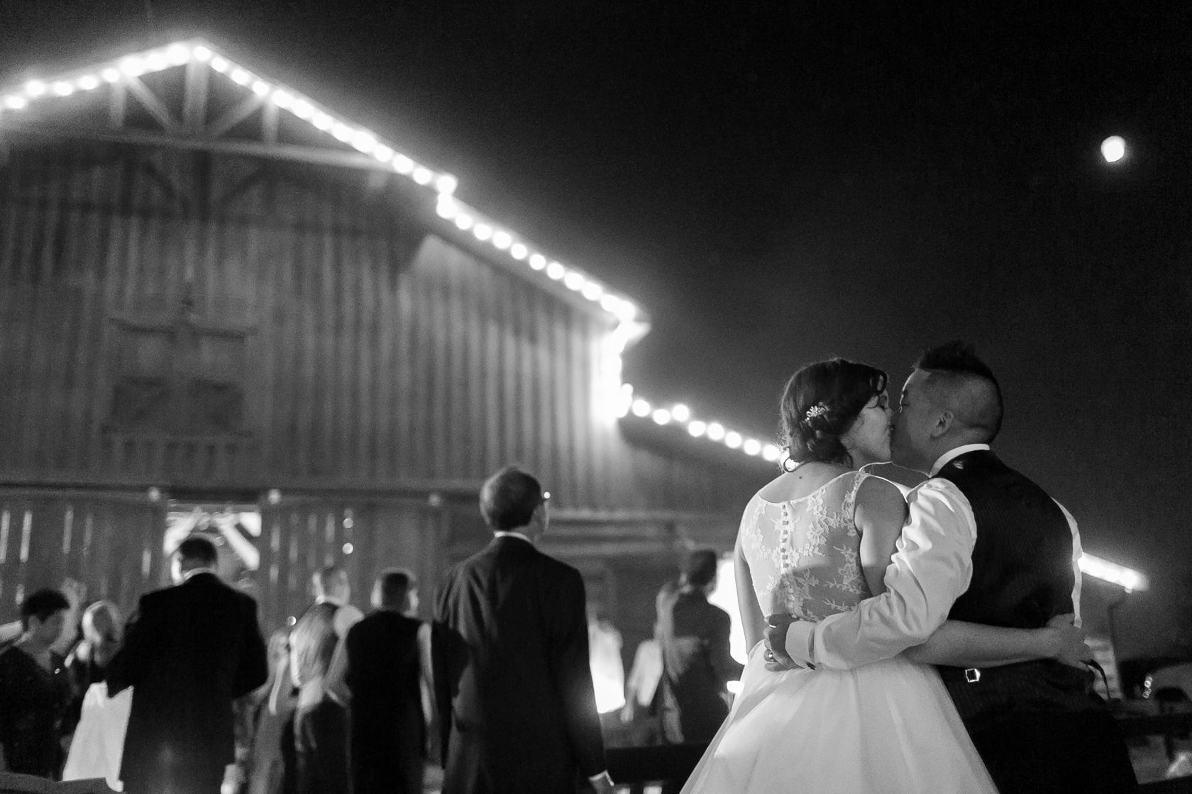 berry barn wedding chinese lantern - 03
