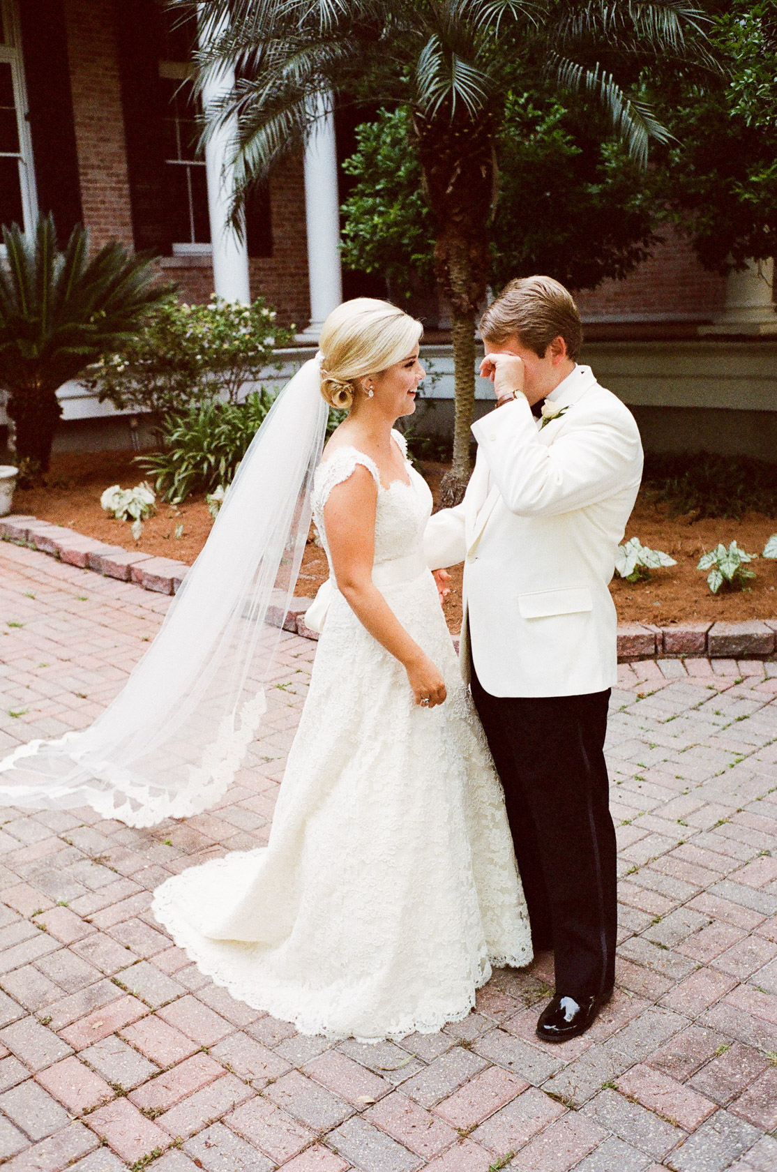 new orleans wedding sacred heart first look 03