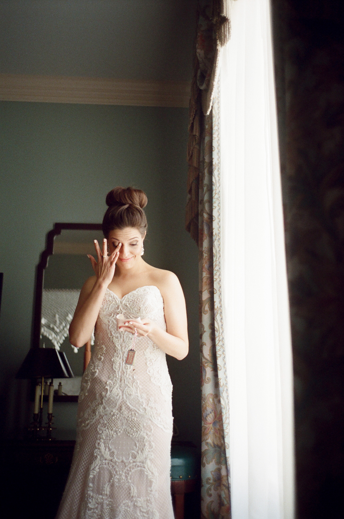 new orleans bridal prep on film at le pavillion 04