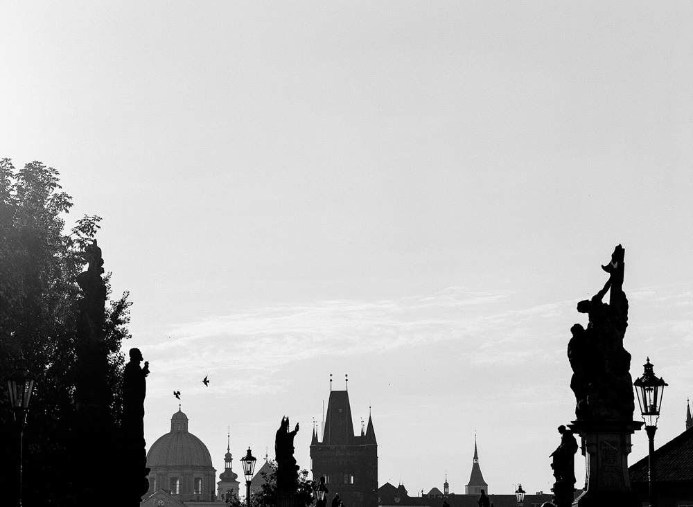 prague-charles-bridge-bride-05