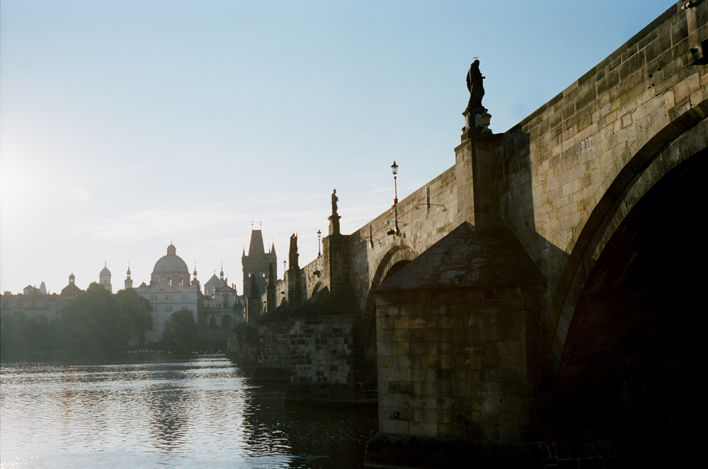 prague-charles-bridge-bride-20