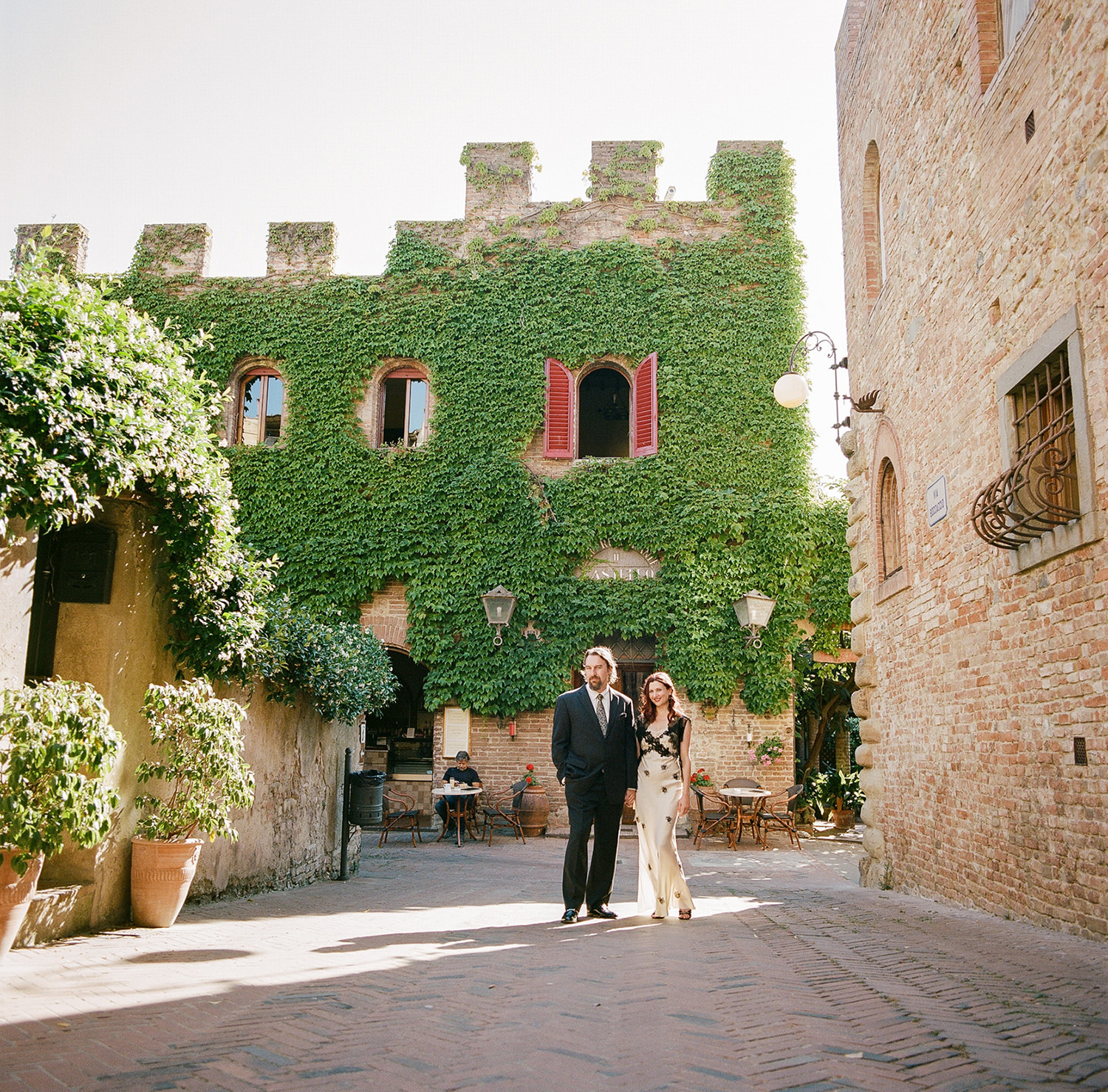 bride and groom in certaldo tuscany