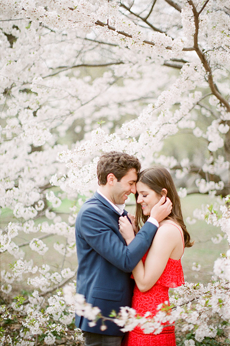new york city engagement photos in spring 02