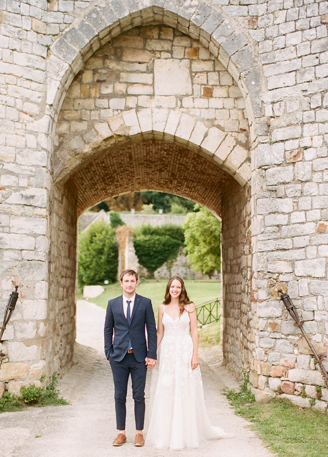 chateau de vallery bride and groom portrait