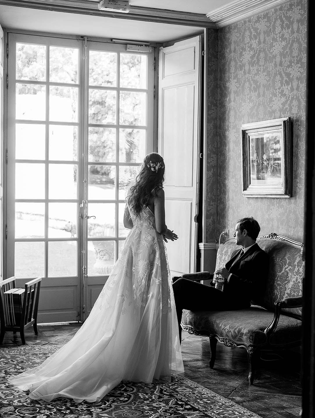 chateau de vallery bride and groom 02