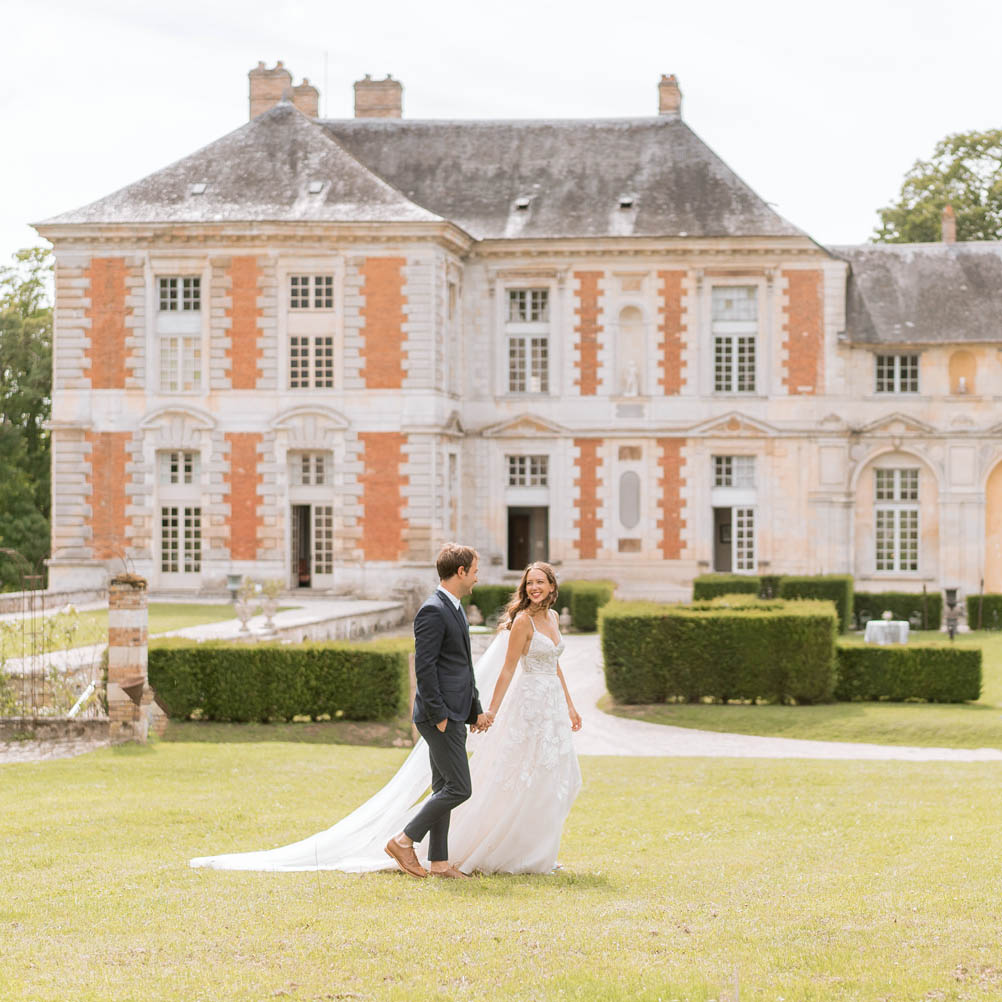 bride and groom photo at chateau de vallery