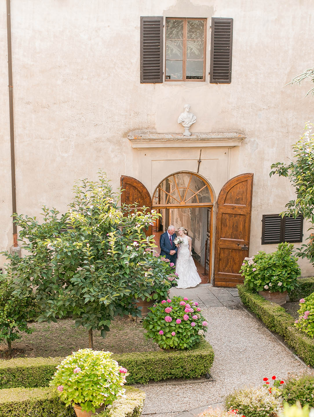 courtyard at Tuscan villa medicea di lilliano