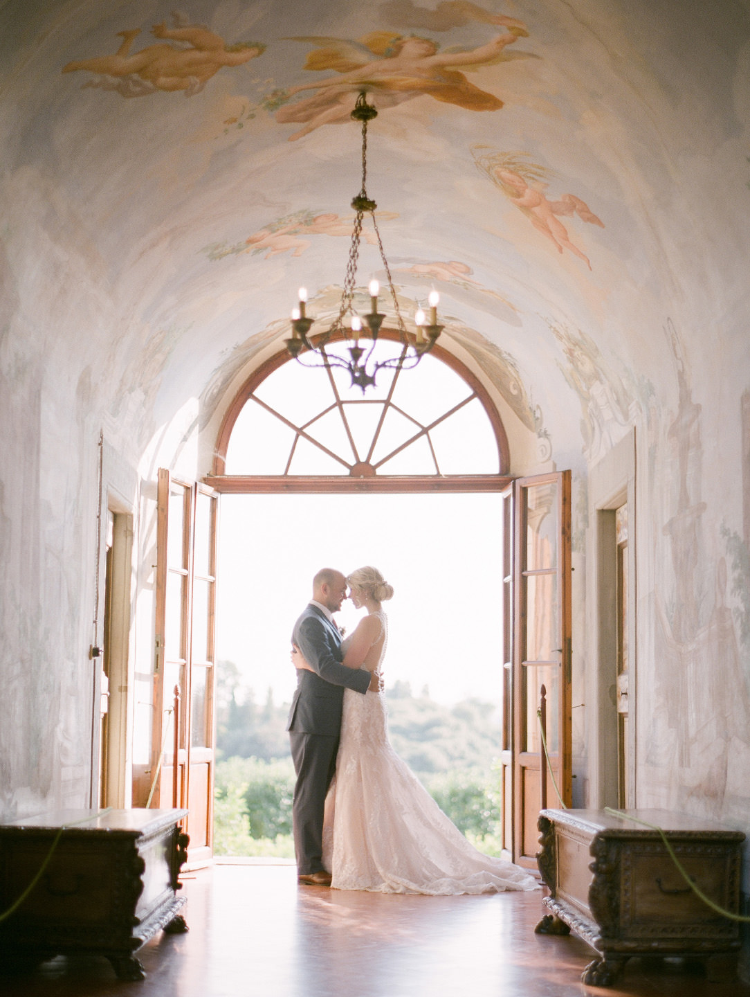 bride and groom portrait at Medicea di lilliano in tuscany