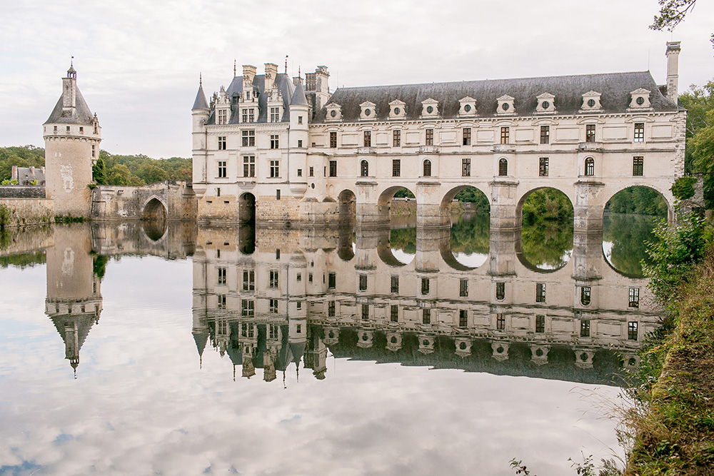 chateau chenonceau loire valley reflection